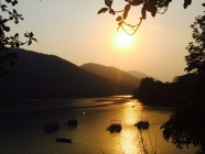 Pokhara Fewa lake sunset, фотографія, пейзаж, природа, гори, озеро Фіва, Непал, вода, озеро, фотограф